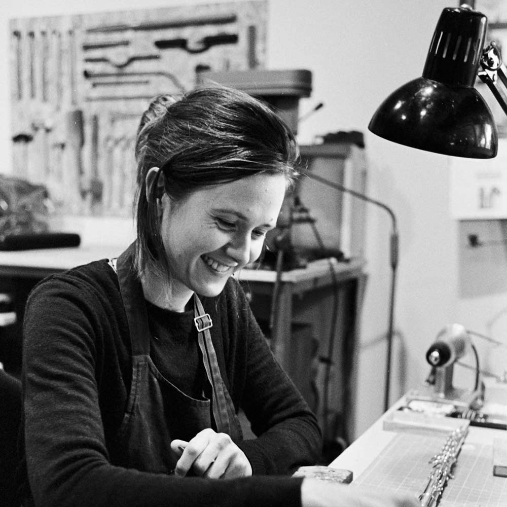 Portrait de Louise Porteneuve, réparatrice d'instruments à vent à Redon.
